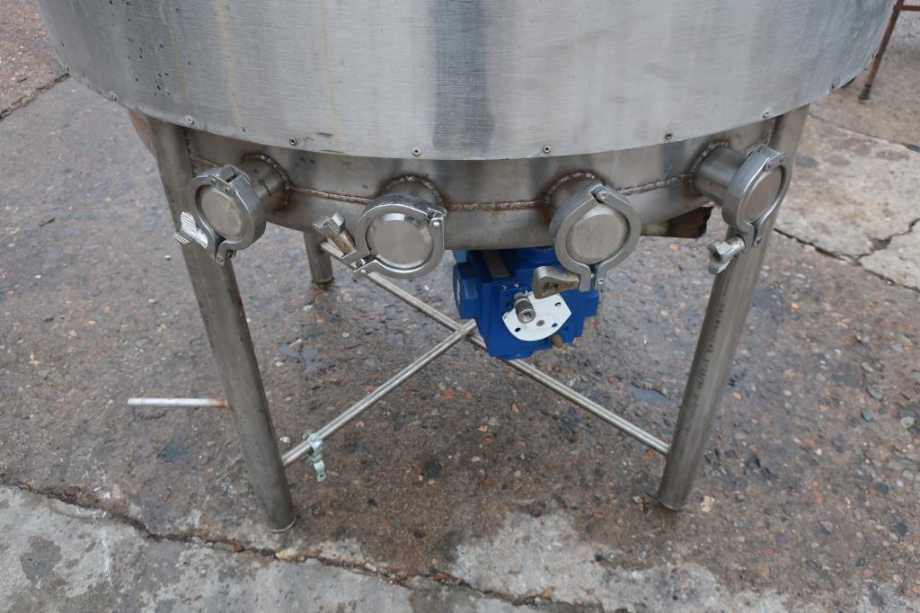 Tank 250 gallon vertical tank, Stainless Steel, dish bottom4
