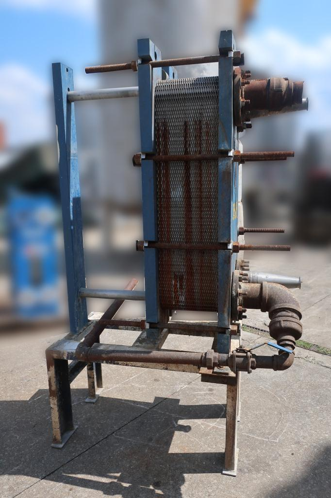 Heat Exchanger 194 sq.ft. Mueller plate heat exchanger, Stainless Steel Contact Parts4