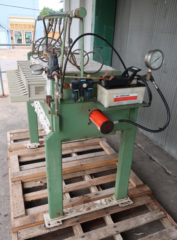 Filtration Equipment 2 cu.ft. Avery Filter Co. recessed plate filter press model 470LS/12/32, poly3