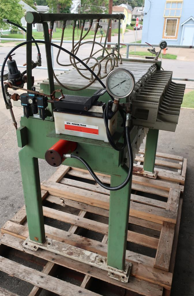 Filtration Equipment 2 cu.ft. Avery Filter Co. recessed plate filter press model 470LS/12/32, poly4