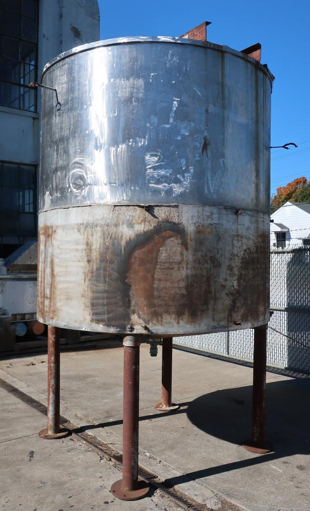 Tank 1900 gallon vertical tank, Stainless Steel, conical Bottom2