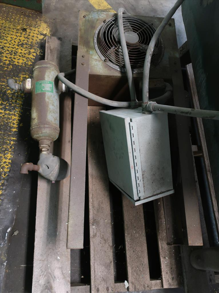 Compressor 5 hp Quincy air compressor model 325 154