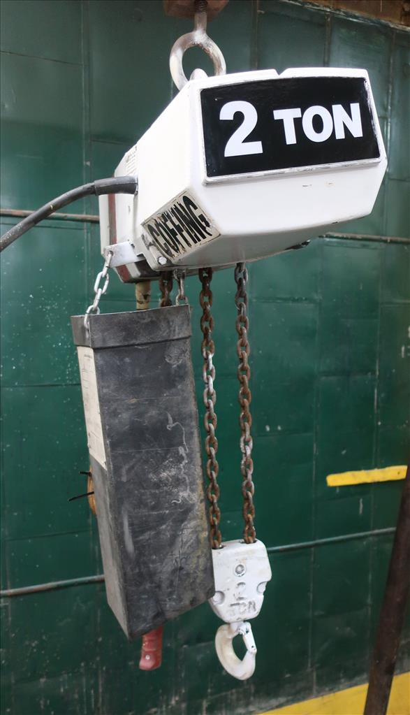 Material Handling Equipment chain hoist, 4000 lbs. Coffing Hoists model EC.4008.33