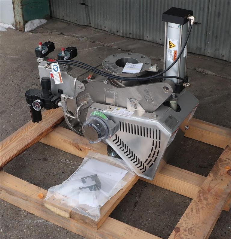 Valve 12 W x 33 L x 32 H Schenck Process pneumatic diverter valve, 40PT45 316 SS1