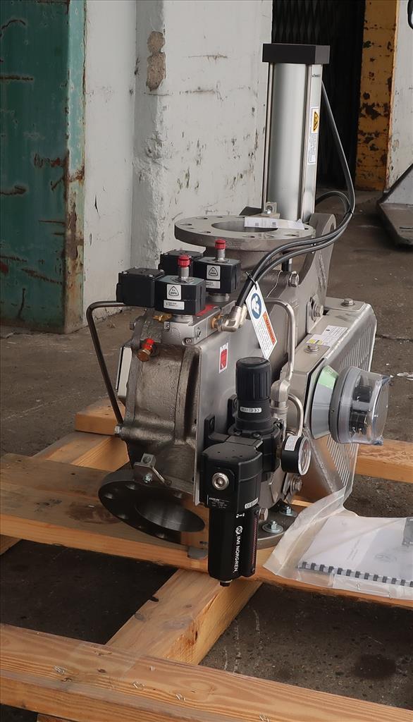 Valve 12 W x 33 L x 32 H Schenck Process pneumatic diverter valve, 40PT45 316 SS4