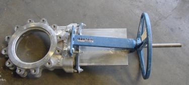 Valve 10 Dezurik gate valve, manual operation, 304 SS