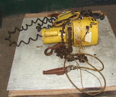 Material Handling Equipment chain hoist, 2000 lbs. Budgit model 113454-14