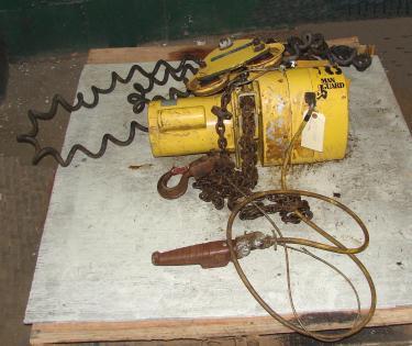 Material Handling Equipment chain hoist, 2000 lbs. Budgit model 113454-14