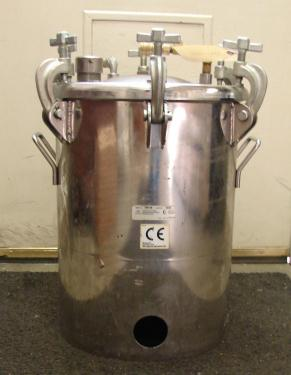 Tank 9 gallon vertical tank, Stainless Steel Contact Parts, 110 psi @ 250f internal, dish Bottom