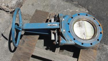 Valve 10 Dezurik gate valve, manual, Stainless Steel Contact Parts