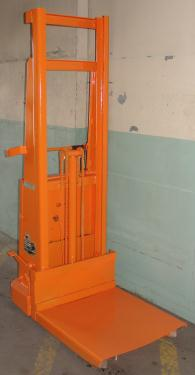 Material Handling Equipment 1500 lbs capacity Crown drum lift model 15B, 67 lift height