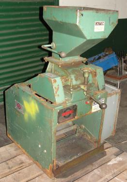 Mill 2 hp Holmes hammer mill model 201XL Crusher, 6 x 3.5 throat size
