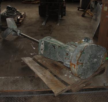 Agitator 10 hp Lightnin side mount agitator model 108VSEDS10