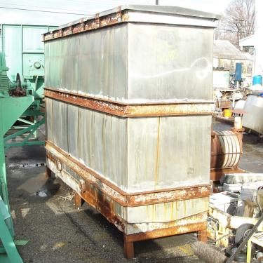 Tank 1000 gallon vertical tank, Stainless Steel, slope