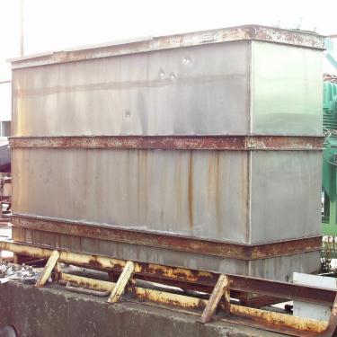 Tank 1000 gallon vertical tank, Stainless Steel, slope bottom