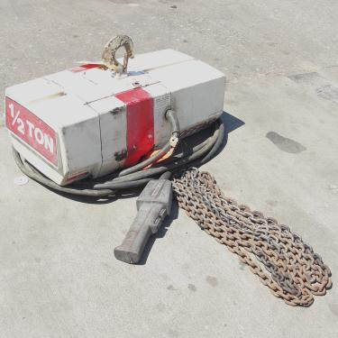 Material Handling Equipment chain hoist, 1000 lbs. Duff-Norton/Amstar model Coffing, 14 long chain