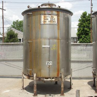 Tank 1560 gallon vertical tank, 304 SS, slope
