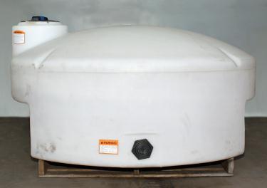 Tank 325 gallon vertical tank, poly, flat bottom