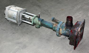 Pump 3 inlet Lincoln Industrial positive displacement pump model 84900, CS