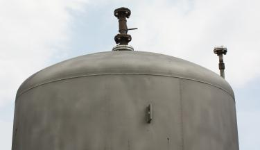 Tank 900 gallon vertical tank, Stainless Steel, conical Bottom
