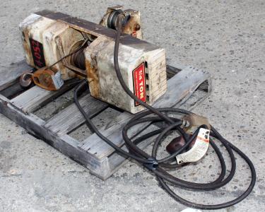 Material Handling Equipment chain hoist, 500 lbs. Duff-Norton model WR.107 LH