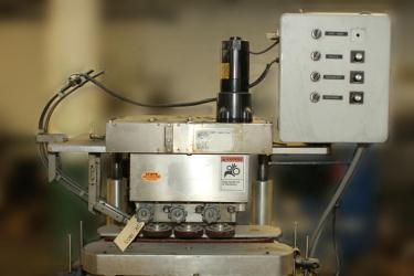 Capping Machine Ron Unger Engineering retorquer cap tightener