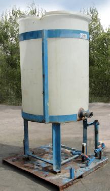 Tank 250 gallon vertical tank, poly, flat Bottom