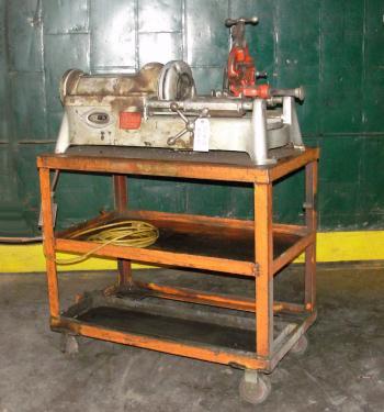 Machine Tool RIDGID model 801, 1/2-3/4 capacity, automatic chucking
