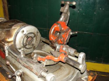 Machine Tool RIDGID model 801, 1/2-3/4 capacity, automatic chucking